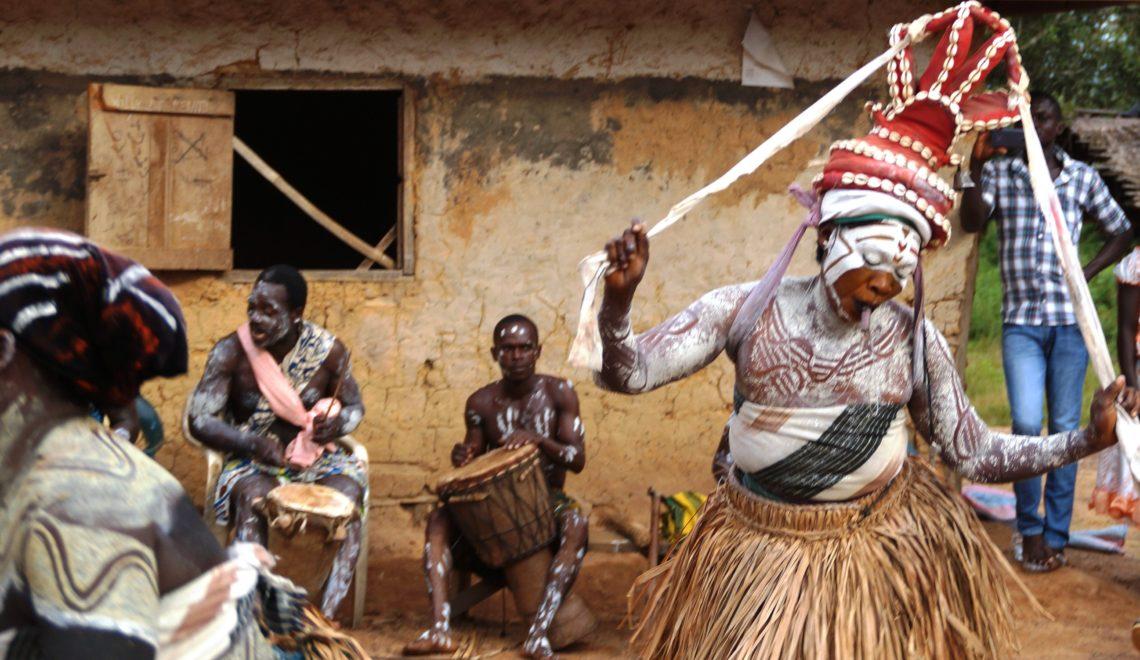 La culture est à l'honneur avec l'ethnie Oubi, qui vous en dévoile les différentes facettes à travers une soirée traditionnelle