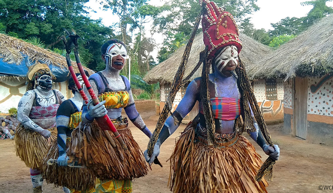 Danseuses lors du spectacle traditionnel de Gouléako